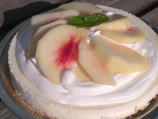 タルト生地に赤みそ、チーズケーキに白みそを使い、上田産のフレッシュな桃とコラボして優良賞を受賞。