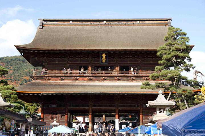 会場となったのは、「一生に一度は善光寺参り」と言われるほど広く信仰を集める善光寺。