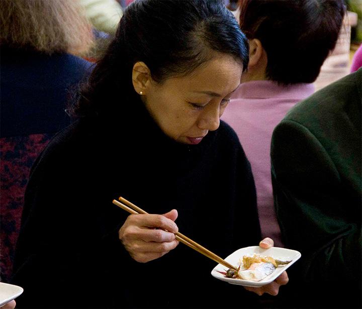 箱膳体験では、一品ずつを慈しみながら味わい、「自分の食器を持つ」という日本独自の型、収納と食卓を兼ね備えた暮らしの中の食卓の工夫を再認識。