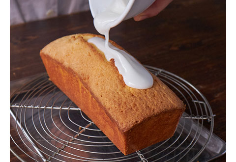 ケーキの上にたっぷりかけて