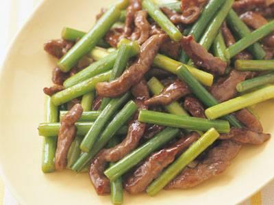 牛肉とにんにくの芽のオイスター炒めレシピ 講師は渡辺 あきこさん|使える料理レシピ集 みんなのきょうの料理 NHKエデュケーショナル