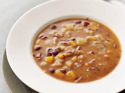 たっぷり野菜と豆のスープ