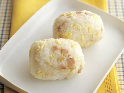 ベーコンといり卵の混ぜご飯おにぎり