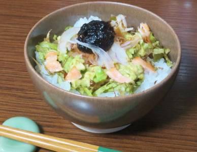 アボカドと海苔の佃煮丼