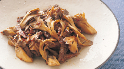 【今日の料理】【今日の料理】まいたけと牛肉の炒め物