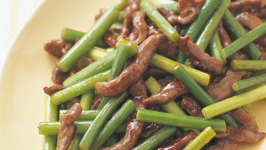 牛肉とにんにくの芽のオイスター炒め レシピ 渡辺 あきこさん 【みんなのきょうの料理】おいしいレシピや献立を探そう